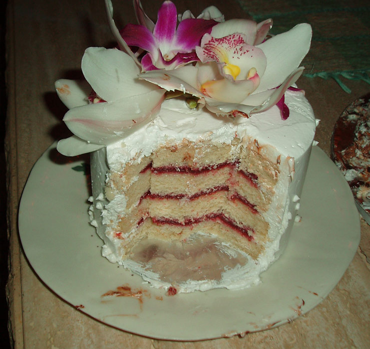 maui wedding cakes slices and insides
